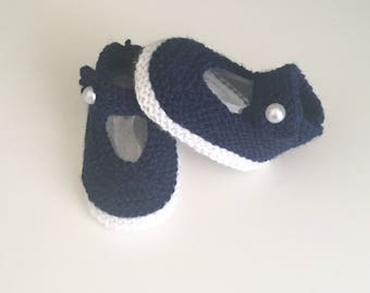 Baby shoes, Navy Blue 0/3 months hand knitted babies