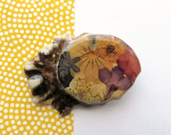 Vintage Dried Flower Brooch, Ceramic Pin, Astract BOHO Wearable Art, Wildflower Pin, Festival Jewerly, Mother's Day Gift Under 20