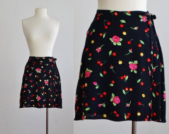 1980s cherry print skirt - 80s vintage rose skirt - mini short wrap skirt - floral flower roses fruit black rayon - women small medium s m