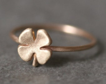 Small Four Leaf Clover Ring in 14K Gold