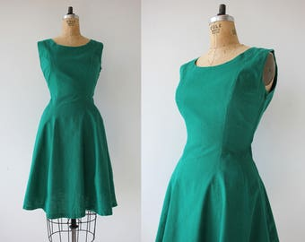 1950s vintage dress / 50s solid green dress / 50s day dress / 50s cotton dress / 50s sun dress dress / 50s sleeveless dress / M L