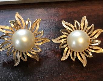 Vintage Trifari Earrings Gold & Pearl