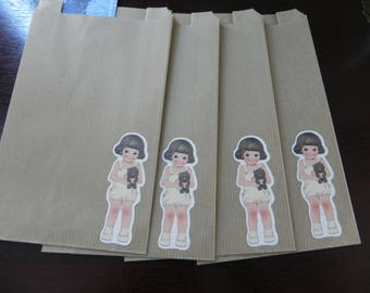 4 bags small girl model measuring 12 x 20 Kraft
