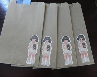 4 bags small girl model measuring 12 x 20 Kraft