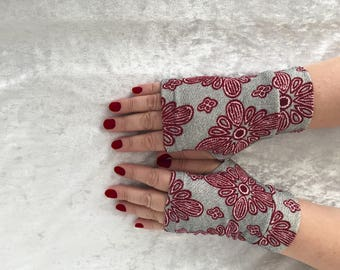Fingerless  gloves gray with red flowers