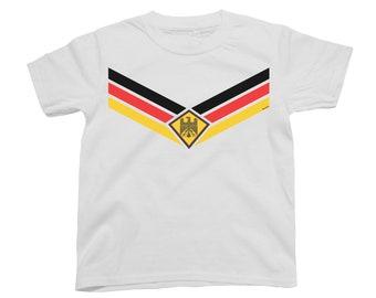 Deutschland GERMANY World Cup 2018 Kids T-Shirt FOOTBALL V Team Emblem Strip