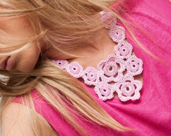 Pink flower necklace / Girly necklace / Bib necklace / Statement necklace / Pale pink necklace / 1960's jewellery / Embellished