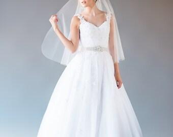 Short Veil, Elbow Length Veil, Single Tier Veil, Wedding Veil, Bridal Veil, Raw Edge Veil, Fingertip Length Veil, STYLE: TIFFANY