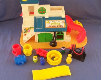 Fisher Price Play Family Sesame Street Clubhouse with Accessories