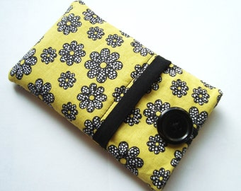 iPhone sleeve, iPhone 6 case, iPhone 5, padded Samsung S4 cover, cell phone cover, iPod cover in a yellow and black fabric
