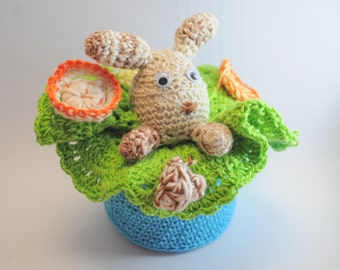Basket with lid decorated with Amigurumi
