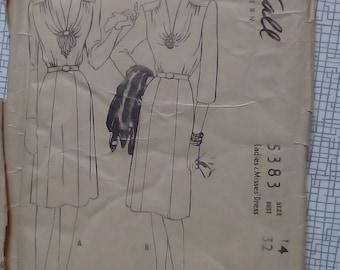 "1940s Dress - 30"" Bust - McCalls 5383 - Vintage Sewing Pattern"