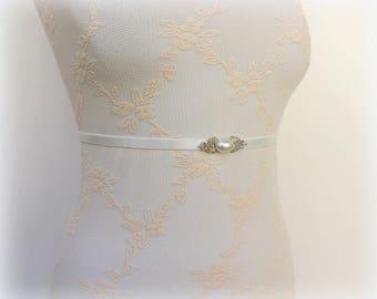 Ivory bridal belt. Skinny waist belt. Thin belt. Bridesmaids belt. Silver filigree belt. Pearly belt. Elastic belt. Dress belt.