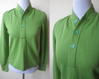 2017 Sale: green pullover (free size), Pantone color of the year