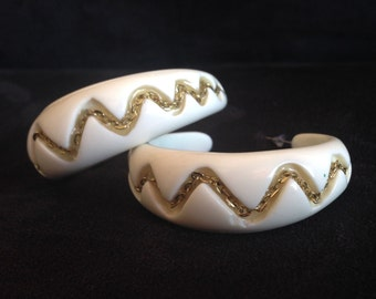 Mod White and Gold Hoops, Lucite Hoops, Mod Hoops, White Hoops, Gold Chain Hoops,  Chunky Hoops, Inlaid Lucite Hoops, Large White Hoops