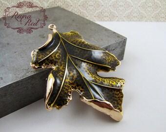 Bronzey Green Enamel & Goldtone Textured Oak Leaf Pendant,  1 pc, enamel leaf pendant, green leaf pendant, enamel leaf  - reynared supplies