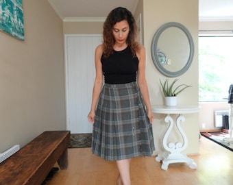 SALE Plaid Tartan Skirt Schoolgirl 50s Vintage M L