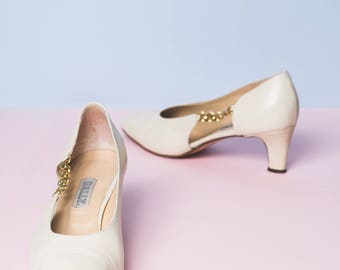 Beige Bally Court Shoes with Gold Chain Detail // pumps // kitten heel // luxe // made in Italy
