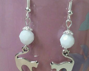 Cats and white pearls earrings