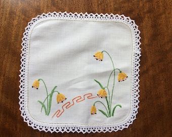 Vintage hand embroidered square doily with crochet trim - 21 cm