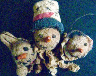 Primitive Folk Art -SNOW FOLK TRIO- Handcrafted Ornaments in Hand Painted Box-Original Design