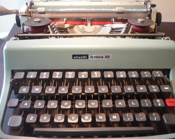Retro Olivetti Lettera 32-teal green - Portable Typewriter - in Working Order - 1960s retro typewriter - made in Barcelona