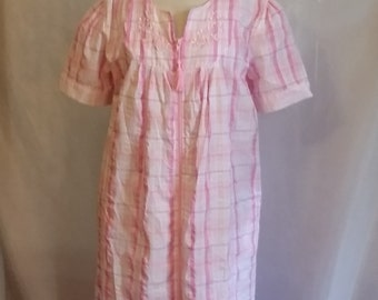 SHOP CLOSING 70% OFF Womens housecoat pink plaid duster pink white robe cotton robe Size medium