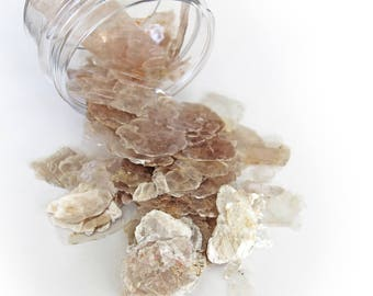 """Reneabouquets Mica Flitter Flakes ~ 1 Ounce Vintage Pearl 1/4"""" to 3/8"""" in size Flaked Natural Mica Stone (not man made)"""