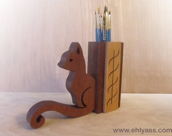 Jar paint brushes or pencils cat beech and Sapele (fretwork)