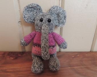Elephant Amigurumi - Magnet Hands