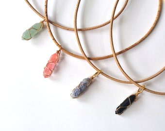 Chain of Korkstoff with quartz-different colors