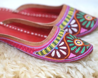 the maximalist -- vintage embroidered leather slides size 10