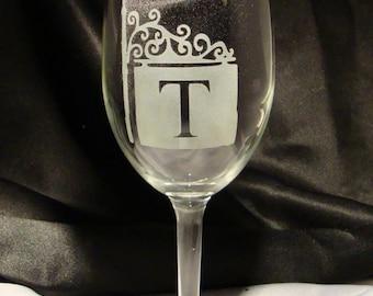 Custom Etched Monogramed Wine Glasses, Set of 2 - Etched Wine Glasses - Monogram Gift - Personalized Gift - Wedding Gift