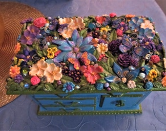 Music Jewelry Box, Vintage One of a kind. Artistically Altered,  Plays Raindrops keep falling on my head.