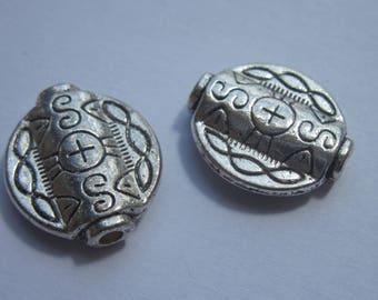 2 beads flat round metal oriental style 15 x 17 mm (2040).