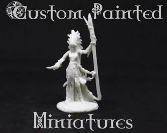Custom Painted/Modified Female Sorceress Mage Shaman Miniature