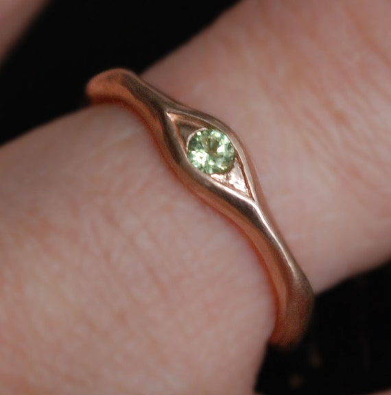 10k Rose Gold and Peridot Eye Ring