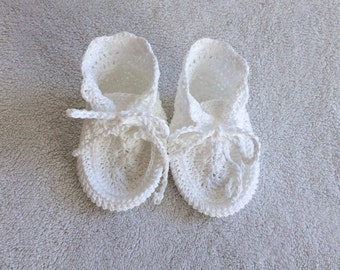 Hand Knit Baby Shoe Gift - White - Knit Moccasin - Baby Booties - Babyshower gift - Newborn Baby gift - Knit Baby Shoes - Baby Moccasins