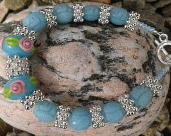 Beaded bracelet-Blue/Aqua/Turquoise lamp work beads.