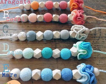 Feeding & Teething Necklace mod. Coral-natural wood bead crochet and contrasting fru fru
