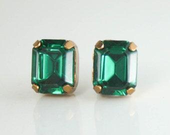 Vintage Swarovski Emerald green octagon stud earrings,green crystal earrings,stud earrings,crystal stud earrings,emerald earrings,vintage
