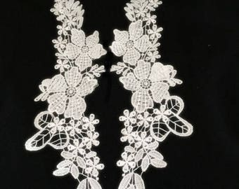 1 large applique pattern white flowers