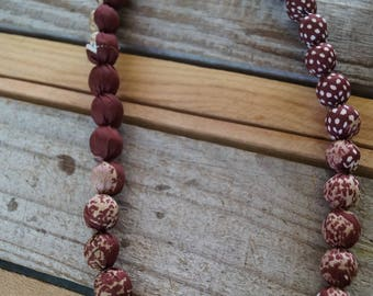 Necklace Burgundy and white balls