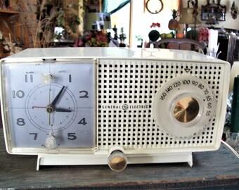 General Electric clock radio, GE Model  CC437 radio, plastic clock radio, tube radio