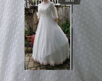 50s wedding gown with hat/Victorian lady/