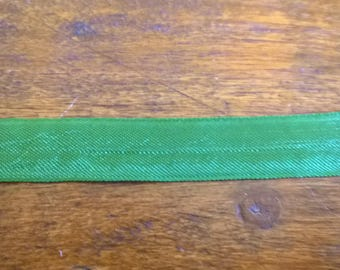 Vintage Ribbon in bright green polyester 4.50 metres