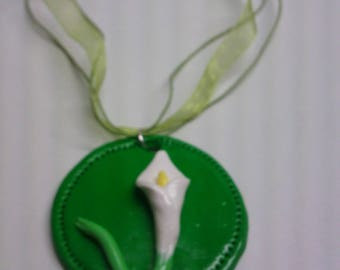 """Pendant """"arum"""" on the Green Medallion fimo and prganza necklace"""