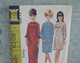 McCall's Misses and Junior Dress in Three Versions Easy To Sew Dressmaking Pattern 8208 Vintage 1960's 1970's