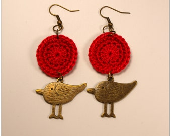 Red Handmade Crocheted 1 Inch Circle Appliques With Antiqued Brass/Bronze Finish Bird Charm Earrings