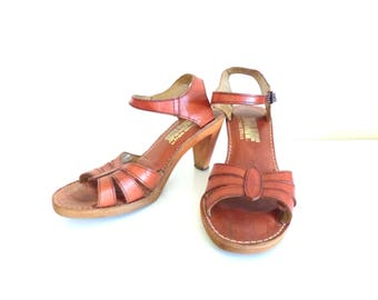 Vintage Leather Strappy Heeled Sandals / Size 5 or 6 Leather Sandals